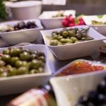 Frische Oliven, Aufstriche und andere Leckereien