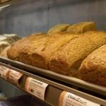 Große Brot-, Brötchen und Kuchenauswahl